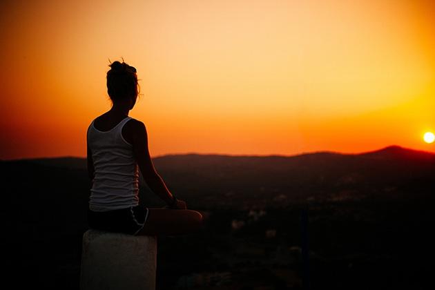 Tập Yoga buổi tối giúp giảm stress