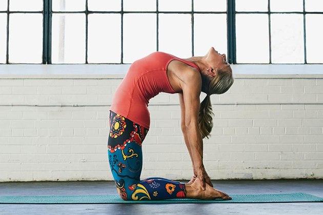 Tư thế Yoga con lạc đà