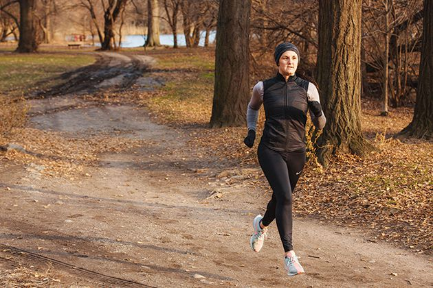 Chạy bộ buổi sáng giúp trẻ ra