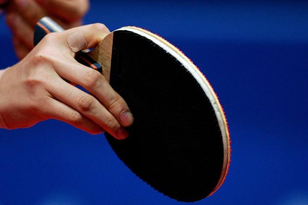 Cầm vợt bóng bàn dọc