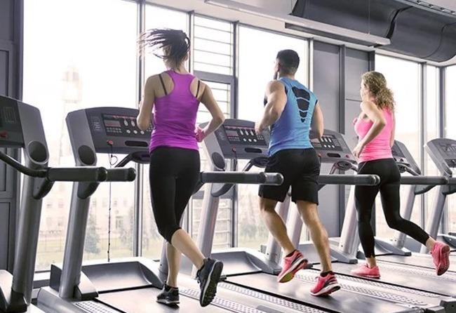 Chạy bộ với máy chạy bộ tại nhà giúp chủ động thời gian