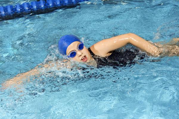 Chọn kính bơi phù hợp với địa điểm bơi lội