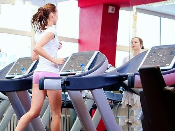 Tập luyện máy chạy bộ