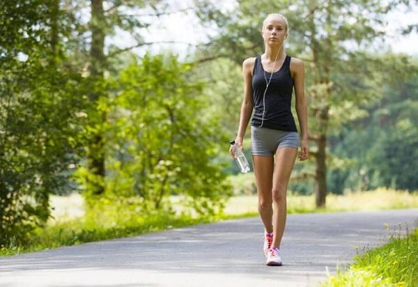 Đi bộ buổi sáng giảm cân hiệu quả