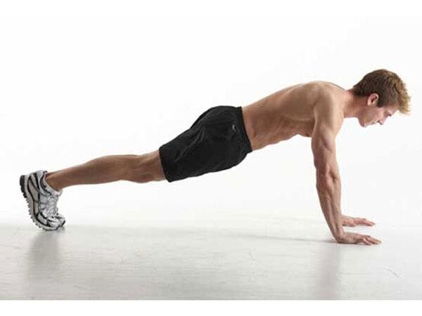 Đưa cơ thể về vị trí Plank cao