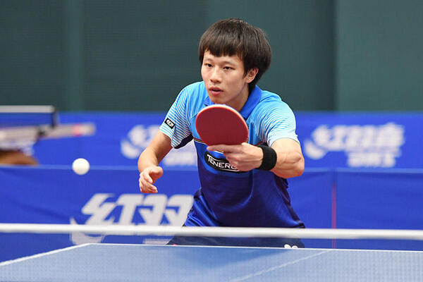Tay vợt LIN Gaogyuan